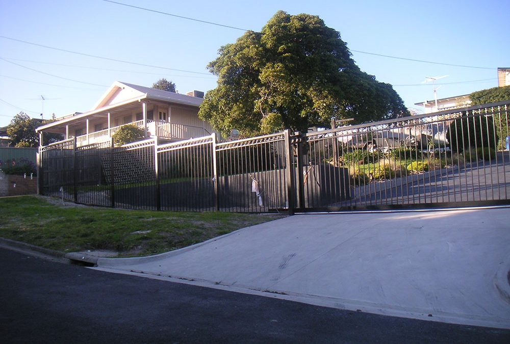 Sliding gate with Automation and Matching fence Panels